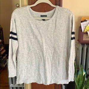 American Eagle light sweater/shirt